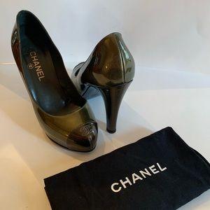 CHANEL CC patent leather pumps